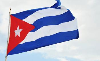 Bandera Cubana en el Monumento a Calixto García en Malecón y G Vedado.